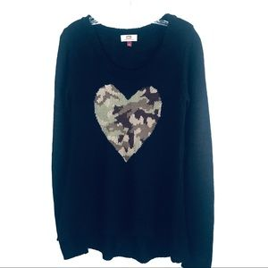 L.E.I.  CAMO HEART LIGHT WEIGHT BLACK SWEATER